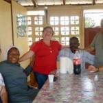Com um dos padres e uma das irmãs na casa paroquial de St Georges